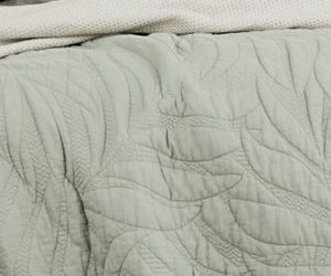 Coverlets & Comforters